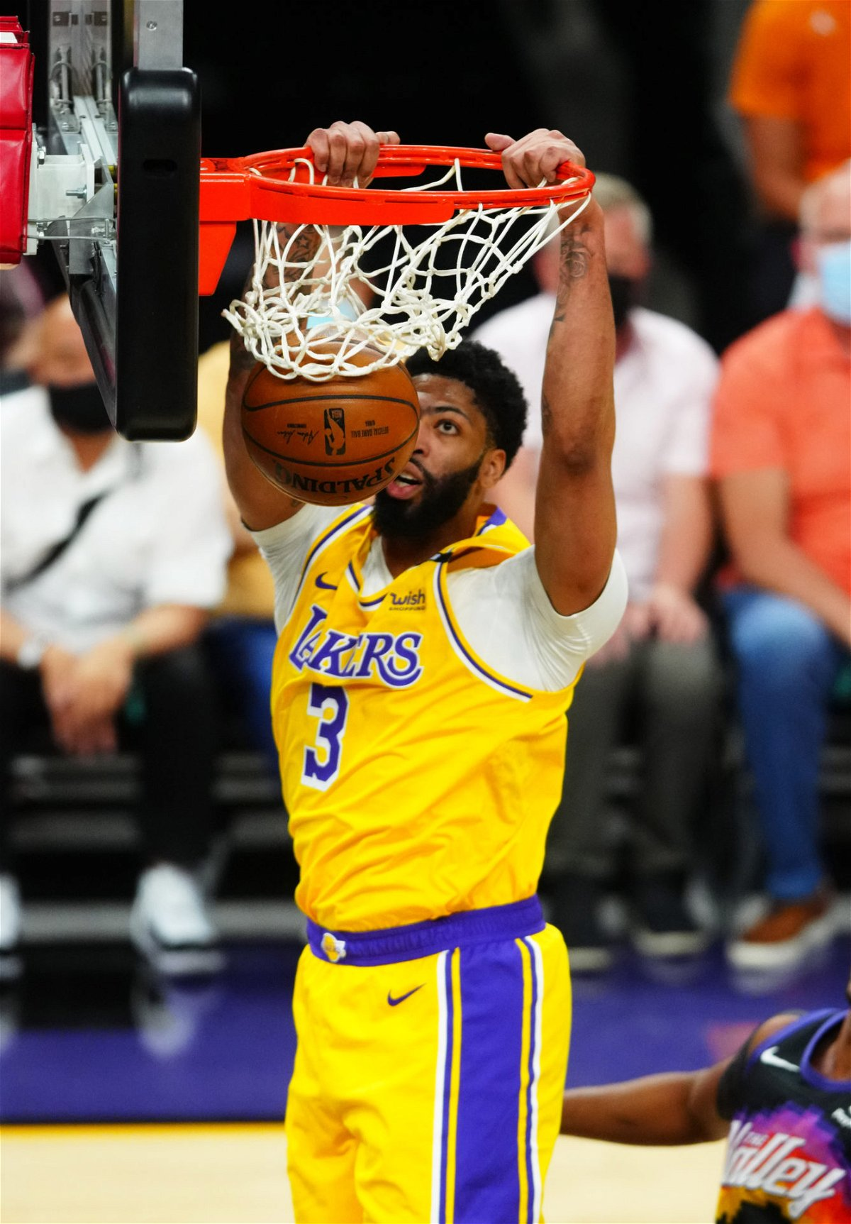 Anthony Davis of Lakers against the Suns