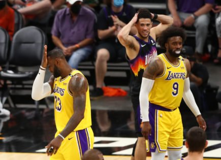 Lakers Coach Frank Vogel Dismisses the Narrative about the Older Players on the Roster