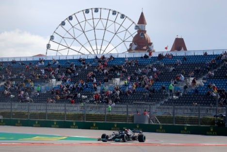 F1 Drivers Scramble To Set Fast Laps in FP1 Practice Amidst Predicted Qualifying Setback at Sochi