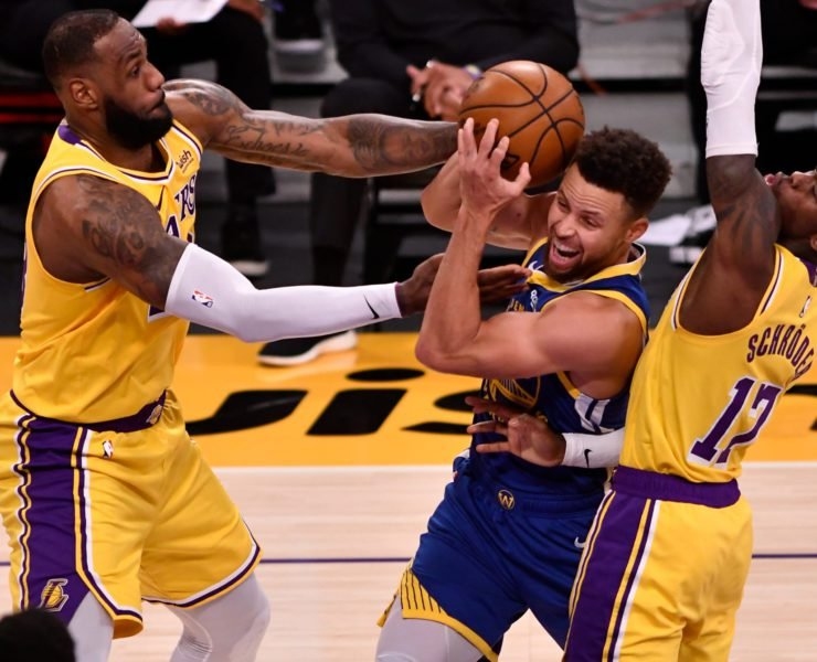 Los Angeles Lakers forward LeBron James fights for the ball with Warriors' Stephen Curry