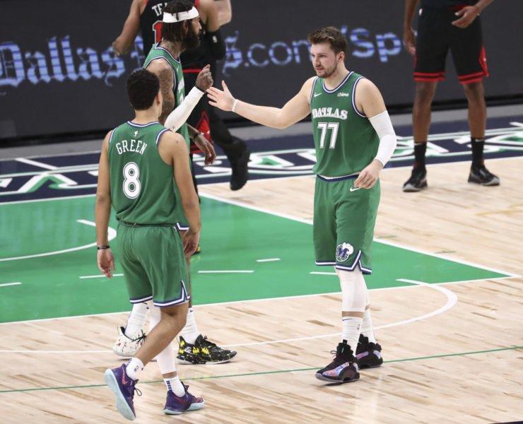 Dallas Mavericks guard Luka Doncic (77) celebrates with teammates
