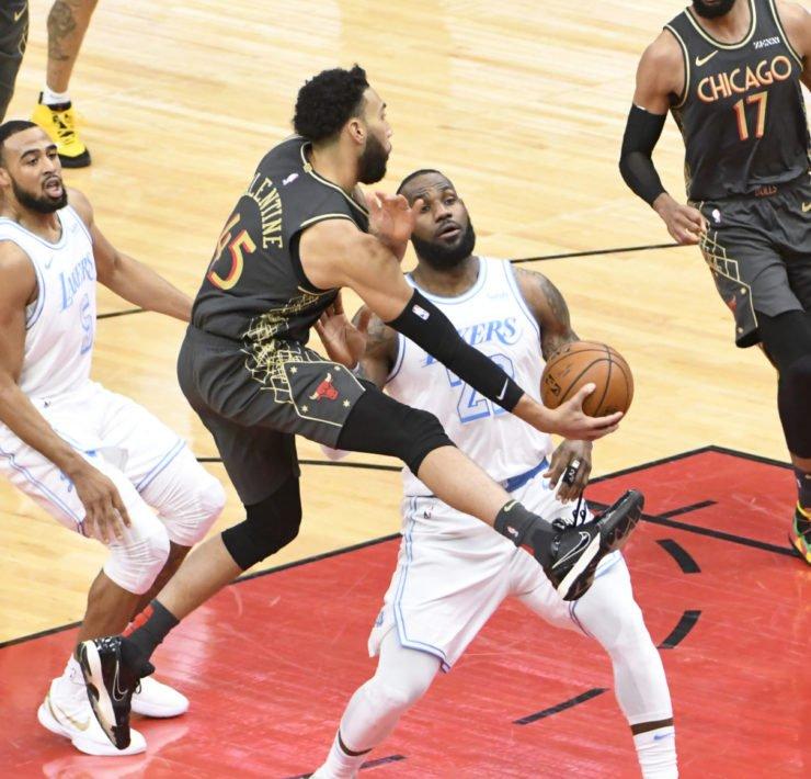 Lakers' LeBron James vs Bulls
