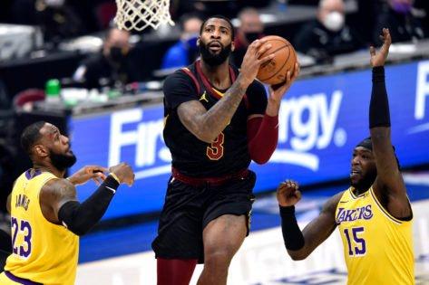 <p>Three Reasons Why The Lakers Should Choose Andre Drummond over DeMarcus Cousins thumbnail