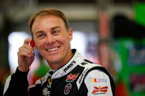 <p>WATCH: NASCAR Star Kevin Harvick Helps Daughter Piper Take her First Steps Towards Racing thumbnail