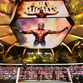 <p>Fans Go Crazy for WWE Champion Bobby Lashley's New Entrance on Monday Night Raw thumbnail