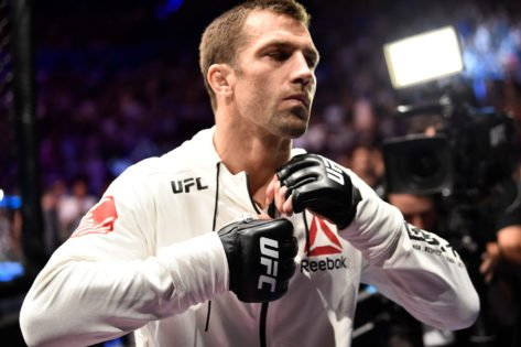 """""""Who the Fuck Wants a Snake on the UFC""""- Luke Rockhold Shocked at UFC's Apparel Choice"""