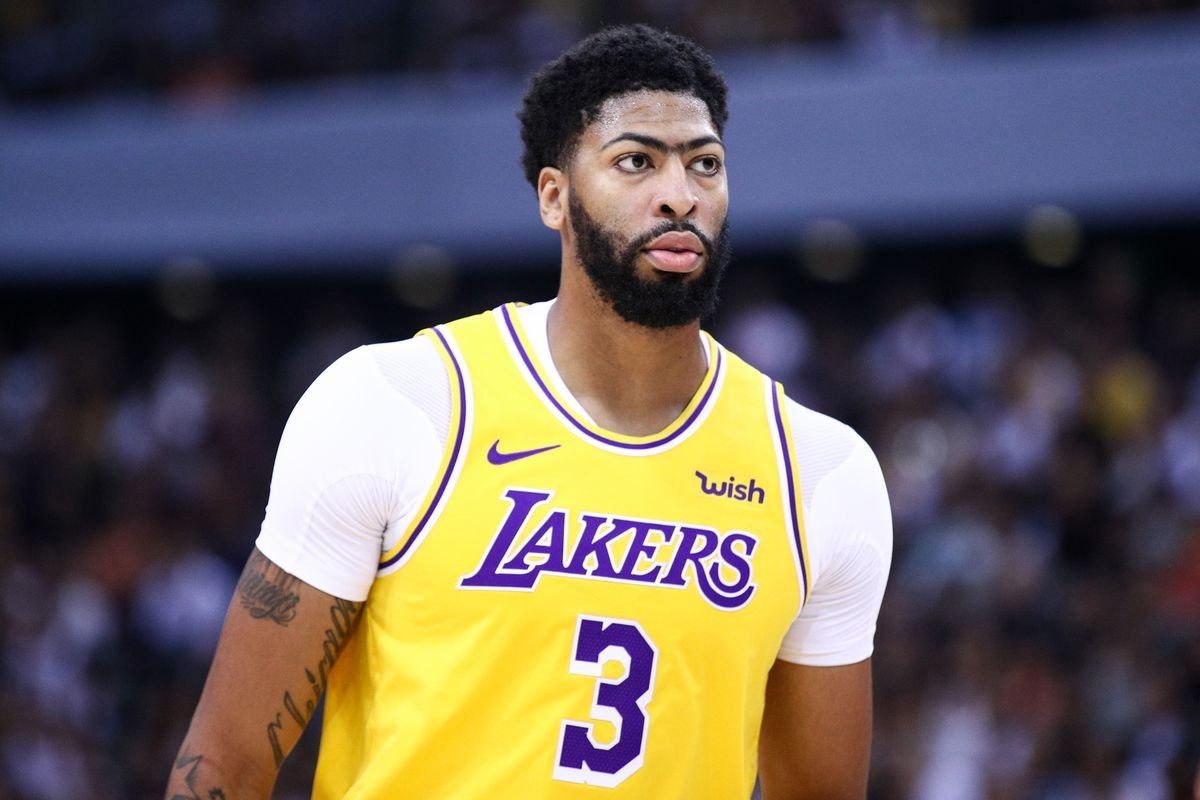 Anthony Davis playing for Los Angeles Lakers