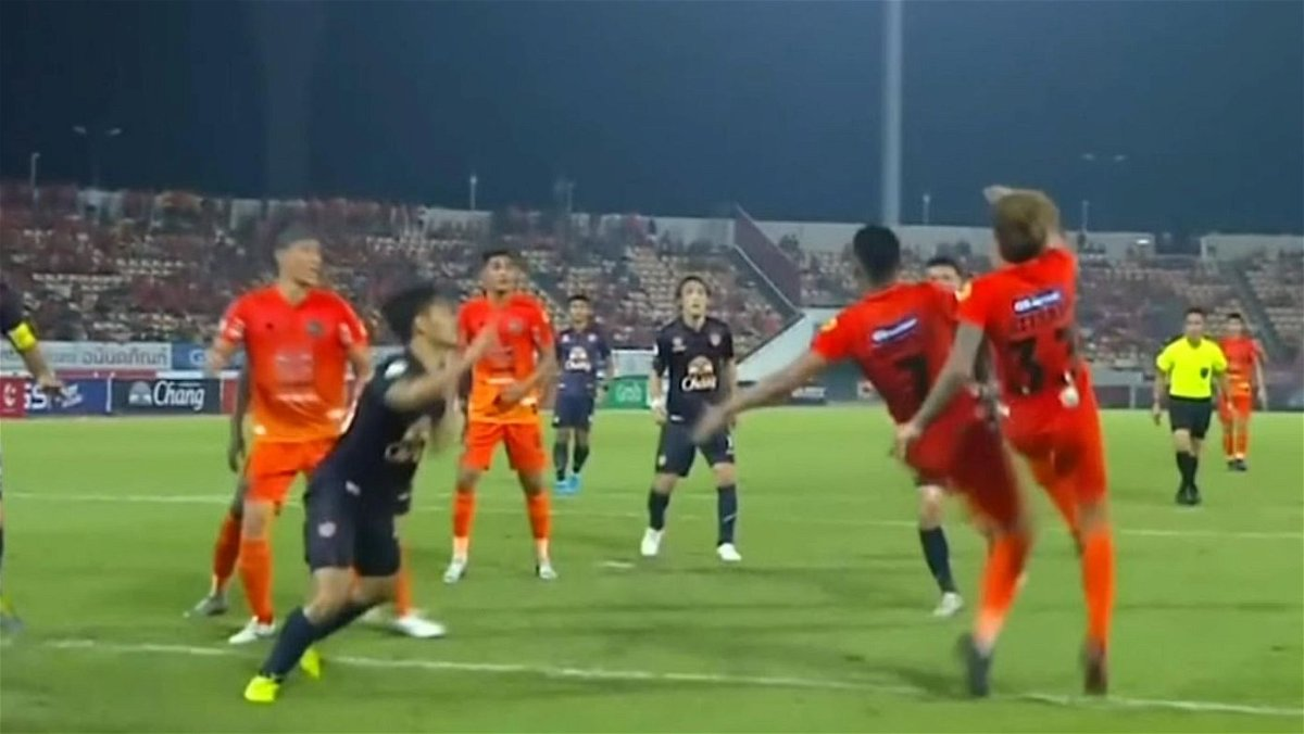 Two players attempting a bicycle kick at the same time in the Thai Premier League
