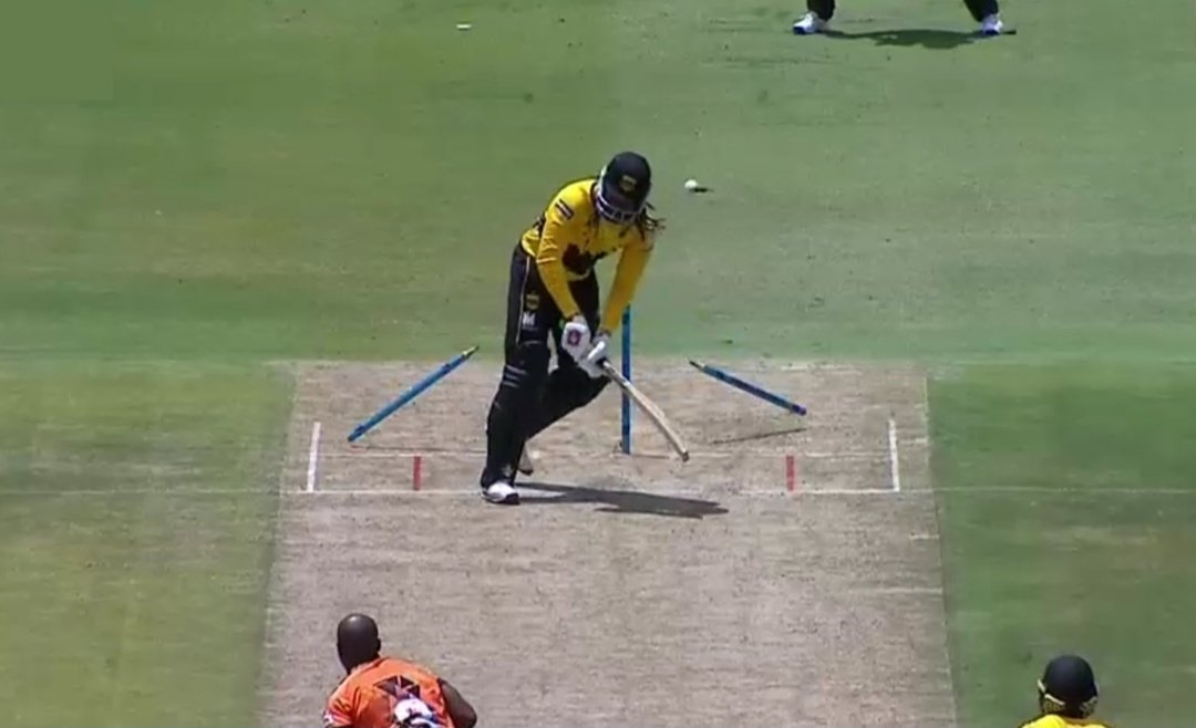 Chris Gayle dismissed by Junior Dala in the Mzansi Super League