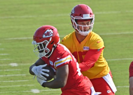 Clyde Edwards-Helaire Injured; Kansas City Chiefs Hit With Another Setback