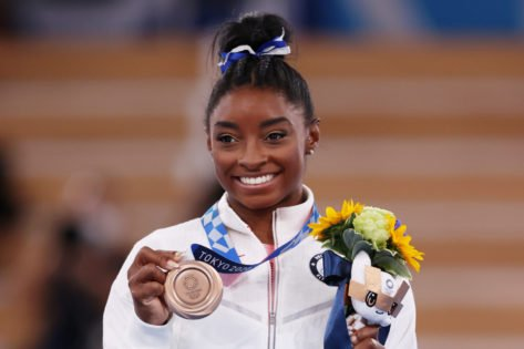 Jonathan Owens Sends Simone Biles Flowers as She Starts Her Gold Over America Tour