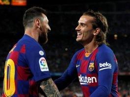 Lionel Messi going to hug Antoine Griezmann