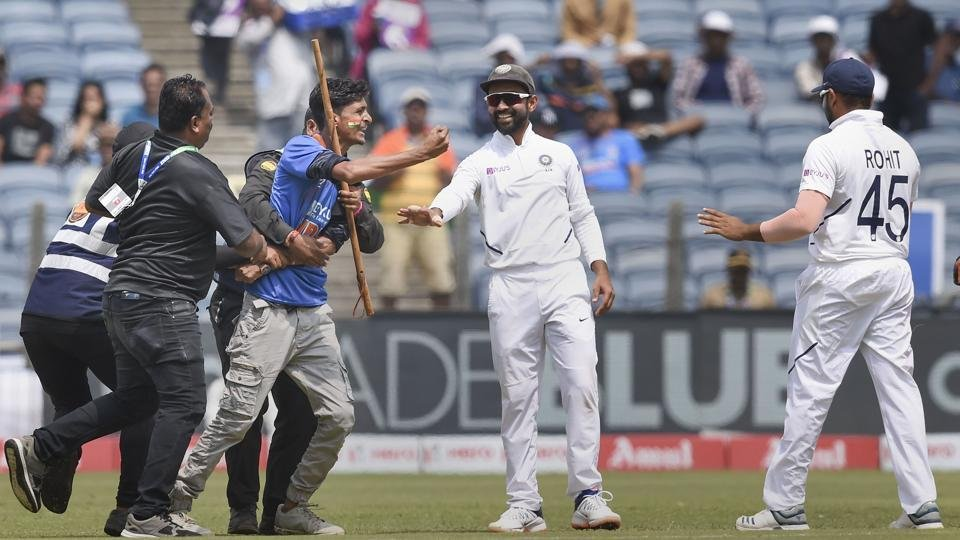 A fan invaded the ground and tried to touch the feet of Rohit Sharma in Pune