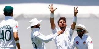 Yasir Shah celebrating with his teammates