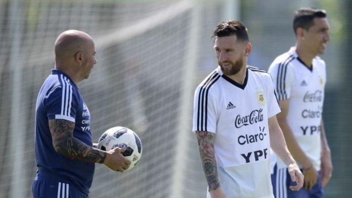 Sampaoli with Leo Messi