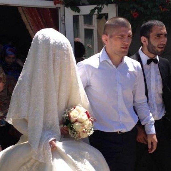 Khabib Nurmagomedov con misterioso, Esposa Patimat