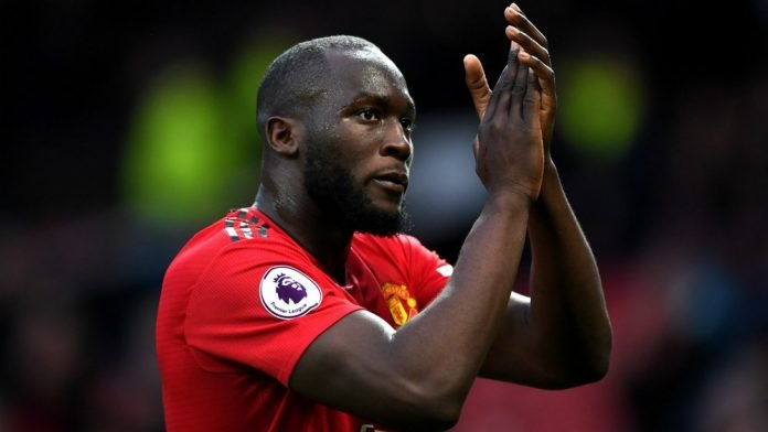 Romelu Lukaku acknowledging with a clap