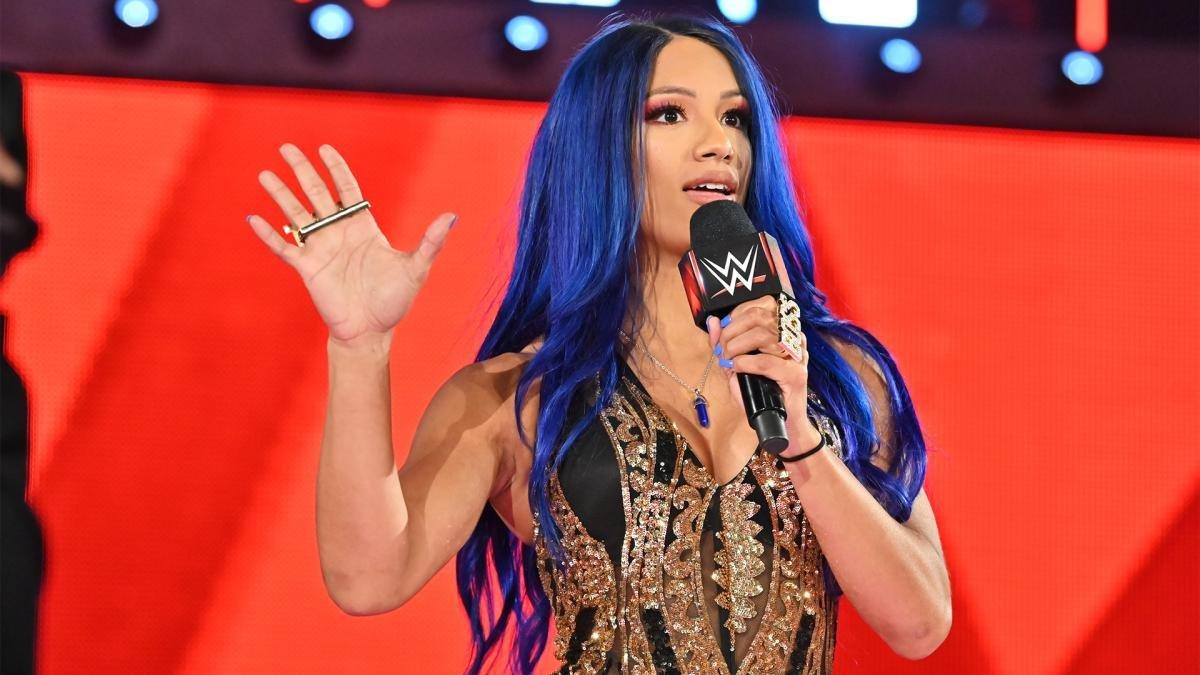 Sasha Banks dando una promo.