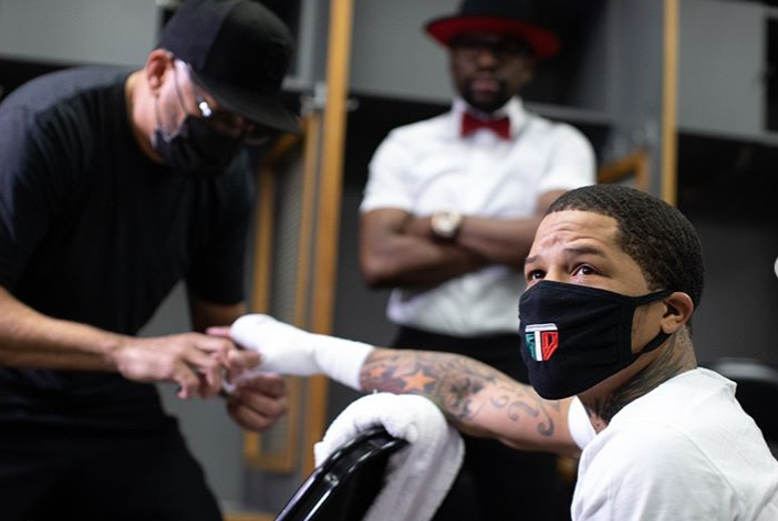 Conor McGregor, Ryan Garcia, Terence Crawford, and More React to Gervonta Davis' Vicious KO of Leo Santa Cruz - EssentiallySports